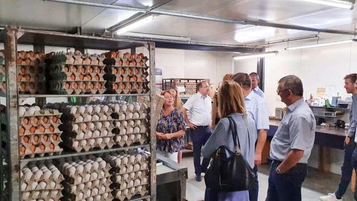 Abgeordnete begutachten Eierlager von Josef Aschenbroich in Langenfeld